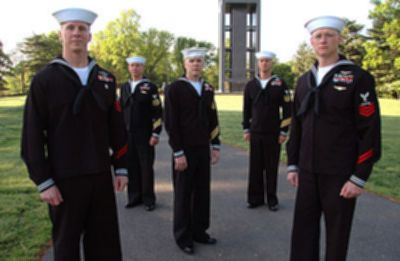 파일:external/upload.wikimedia.org/400px-Five_US_Navy_petty_officers_in_uniform.jpg