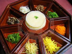 파일:external/upload.wikimedia.org/Korean_cuisine-Gujeolpan-01.jpg