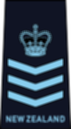 파일:external/upload.wikimedia.org/80px-RNZAF_OR-7.svg.png