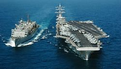파일:external/upload.wikimedia.org/Aircraft_carrier_at_underway_replenishment.jpg